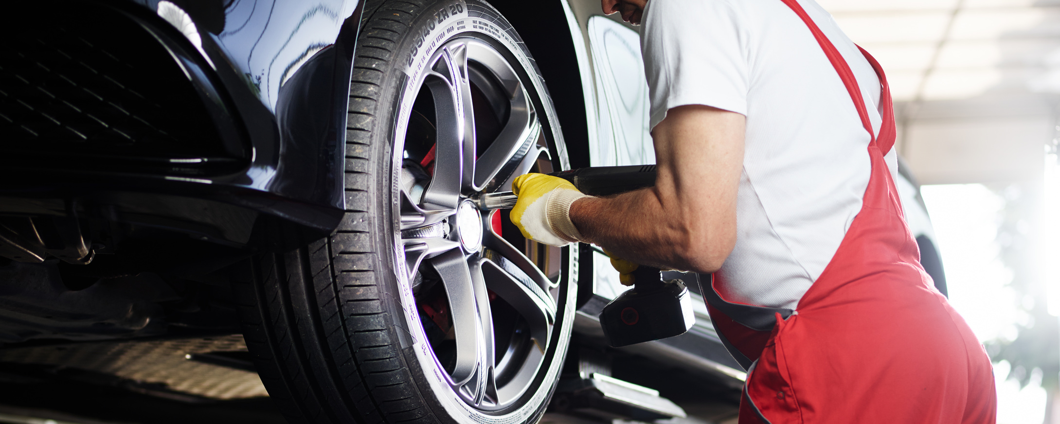 To fit a tyre with impact screwdriver